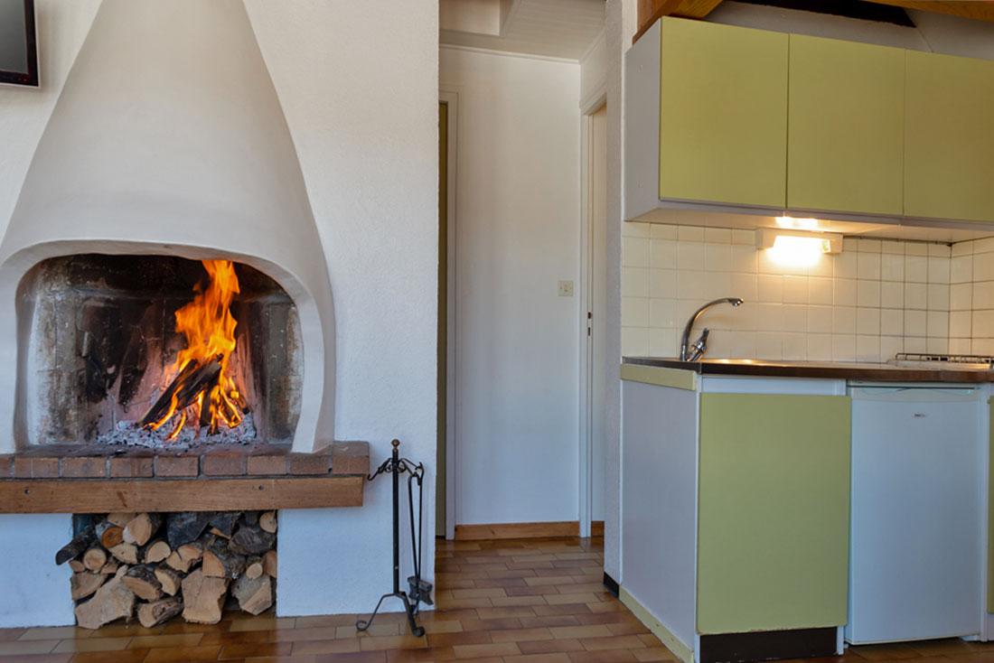 Chalet Doménon Nurit cuisine et feu de bois