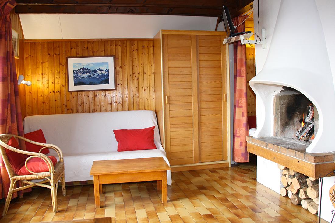 Chalet le Pra Nurit salon feu de bois